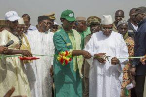 Coupure du ruban par son Excellence Monsieur Ibrahim Boubacar KEITA, Président de la République du Mali